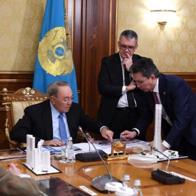 Kazakh President approves draft sketch of World Trade Centre in Astana